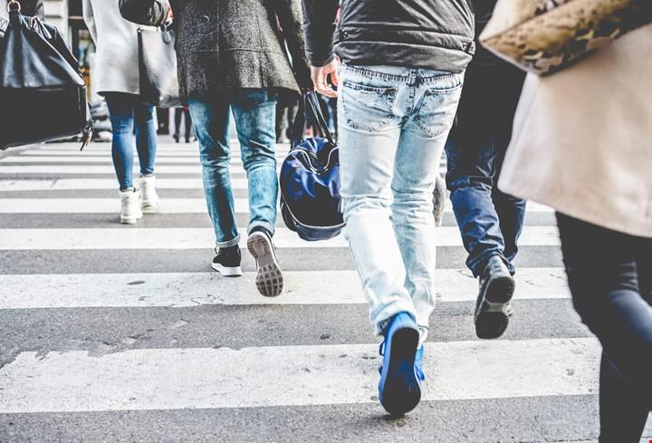 gens marchent ville