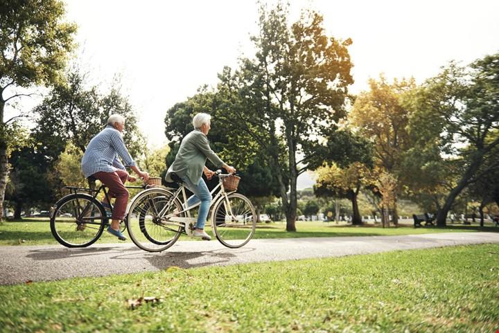 couple retraites velo ville